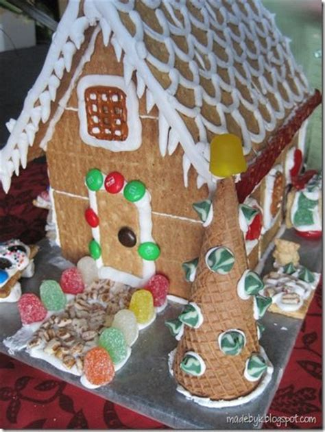 gingerbread house with graham crackers graham cracker gingerbread house holidays pinterest