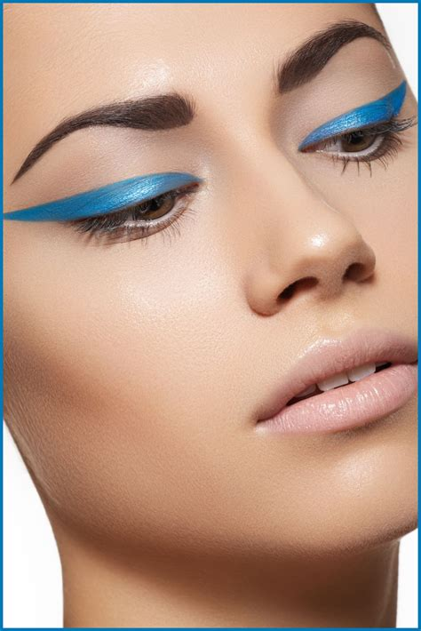 Make Up Eyeliner how to put on bright blue eyeliner
