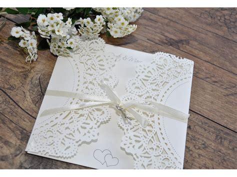 Einladungskarten Spitze Hochzeit by Einladungskarte Hochzeit Mit Spitze Und Schleife