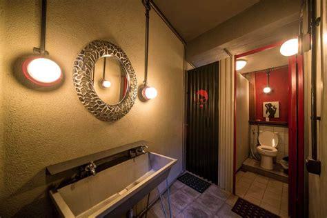 desain kamar mandi industrial gambar dan ide desain kamar mandi industrial arsitag