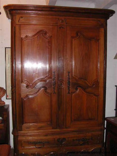 armoire provencale armoire proven 231 ale louis xv en noyer artisans du patrimoine