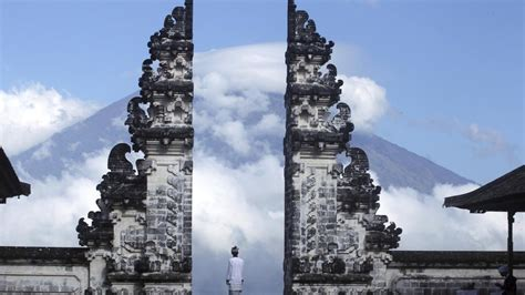 volcano eruption  bali imminent countries issue travel