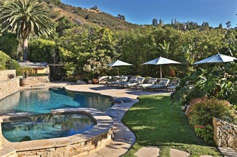 Trulia Malibu by Camille Grammer S Malibu Estate Returns To The Market With