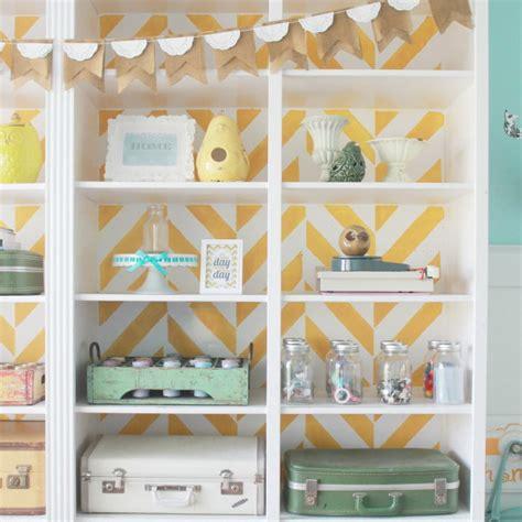 papeles para muebles como usar el papel pintado para decorar tus muebles