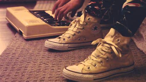 Hati Tali Sepatu cara bersihkan sepatu kanvas agar terlihat seperti baru