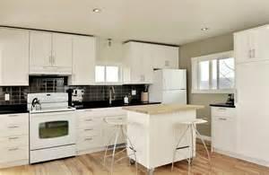 Glass Tiles Kitchen Backsplash Chaletconcierge Cuisine Contemporaine Contemporary Kitchen
