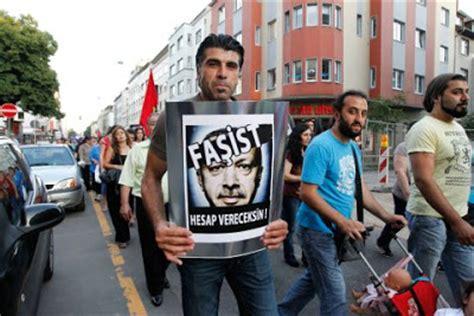 Masker Gas Air Mata by Za Dunia Turki Erdogan Dan Gerakan Massa Ingin