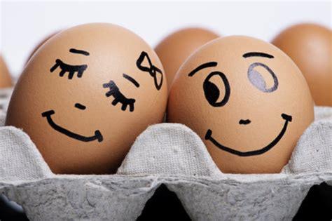 couple egg wallpaper learning to trust love again