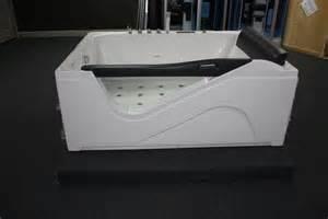Large Jetted Bathtub Large Whirlpool Bathtub Hyc 007 71x51x30 Luxury Shower Room