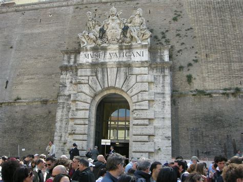 musei vaticani ingresso file musei vaticani vecchio ingresso jpg