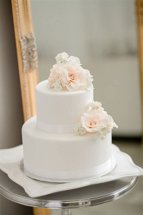 white 2 tier wedding cake 25 amazing all white wedding cakes