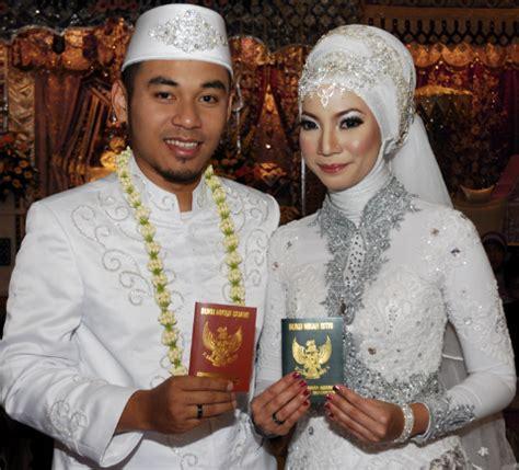 Baju Muslim Akad Nikah contoh kebaya muslim untuk akad nikah modern tradisional
