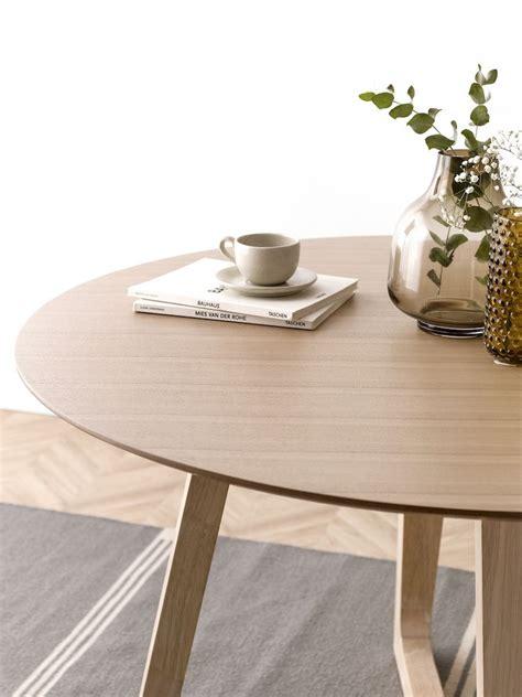 mesa redonda de madera patas en cruz raw kenay home
