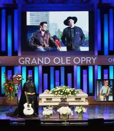 big town vince gill honor troy gentry at emotional