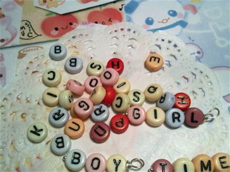 perline con lettere perline con lettere materiali bigiotteria di