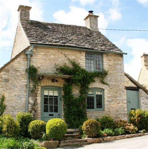 a cottage house the honey pot a sweet cottage in the cotswolds