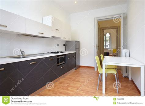 cuisine appartement cuisine moderne en appartement neuf photographie stock