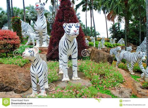 Tigers Garden by White Tiger Statue Stock Photo Image 61082074