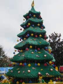 Lego Christmas Trees - 11 14 2011 lego christmas tree 171 nutbugs
