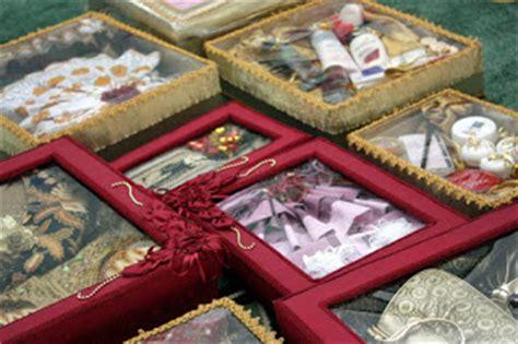 Kado Pernikahan Mug Pengantin Adat Sunda ini lho isi kotak seserahan hantaran pernikahan dan lamaran barang promosi mug promosi