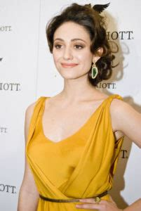 emmy rossum earning per episode actress emmy rossum wants equal pay for her role on