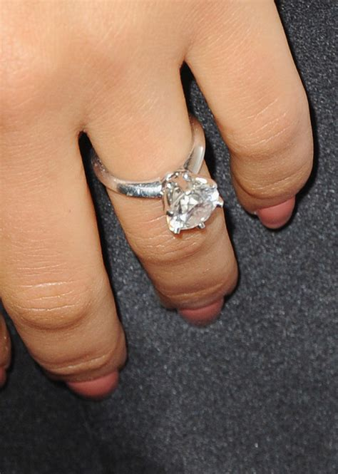 this is why mila kunis doesn t wear the engagement ring