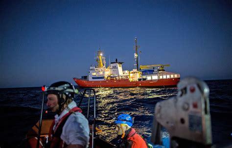 aquarius dernier bateau 192 bord du navire l 171 aquarius 187 un naufrage avec le son