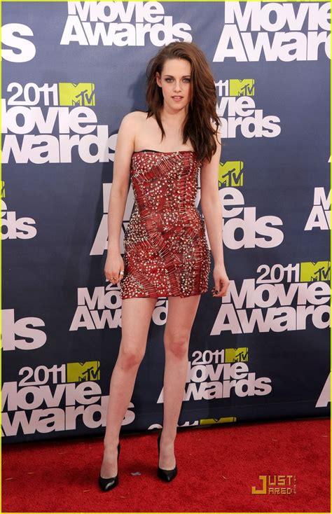 5 Kristen Stewart Bits To Mull by Kristen Stewart Gets Pinned At Mtv Awards 2011