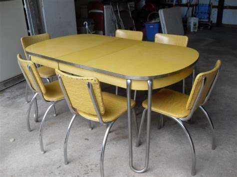 Yellow Formica Table on Vintage Design   Seeur