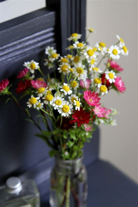 diy flower arranging basic flower arrangements how to make simple diy flower arrangements glitter inc