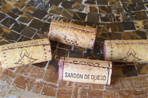 how to make wine cork place card holders tutorial tuesday how to make wine cork place card holders
