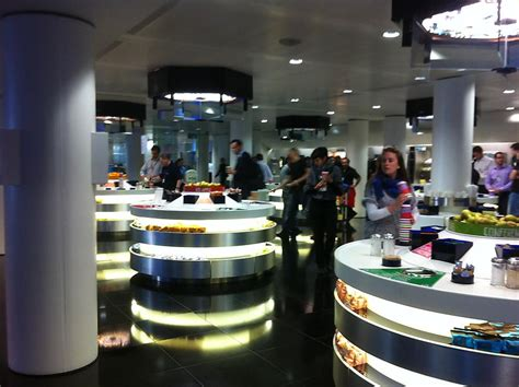 Bloomberg Search Cafeteria At Bloomberg Bloomberg L P Office Photo Glassdoor