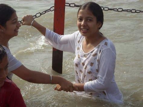 indian girl bathing in bathroom indian desi hindu girls bathing in ganga river hot photos