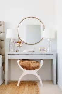 Supérieur Meuble Coiffeuse Avec Miroir Ikea #4: 1-la-meilleure-coiffeuse-alinea-avec-miroir-pour-la-chambre-a-coucher-avec-lampe-blanche.jpg