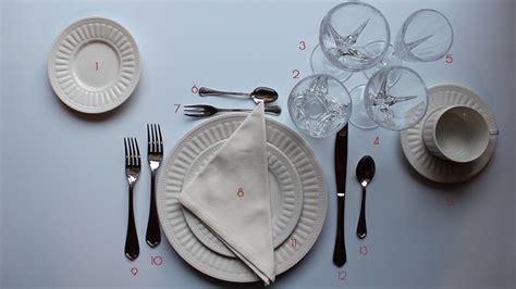 come si apparecchia una tavola elegante come si apparecchia la tavola secondo il galateo le