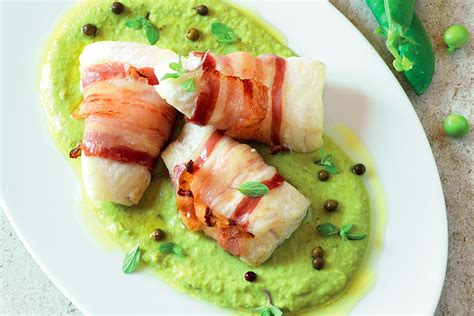 cucinare pesce san pietro ricetta pesce san pietro nella pancetta le ricette de la