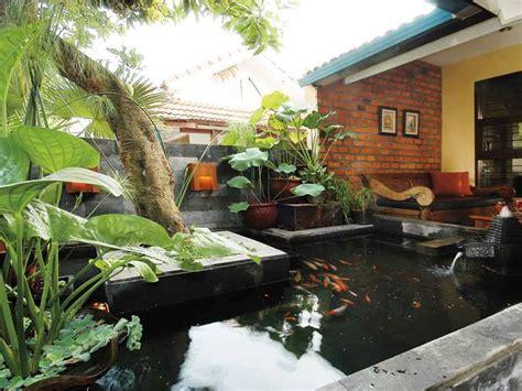 desain kolam ikan kecil depan rumah 20 desain kolam mini ini bakal bikin rumah kecilmu lebih