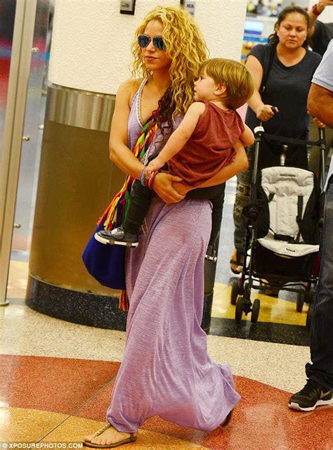 Promo Dress Shakira Uk 2 3 Th Dress Yukensi Dress Murah Dress Balita shakira shows in slashed maxi dress at miami airport daily mail