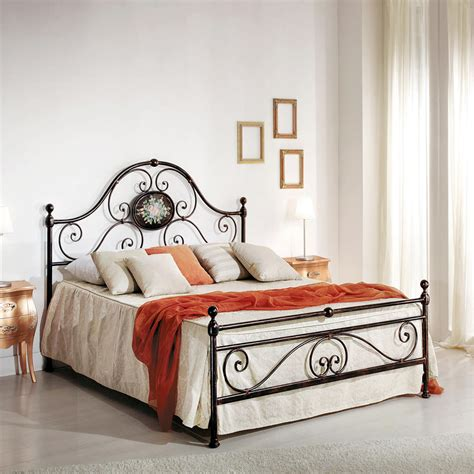 Handmade Iron Beds - wrought iron bed classic design handmade in
