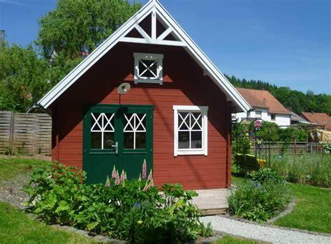 kleines schwedenhaus schwedenhaus gartengestaltung loopele