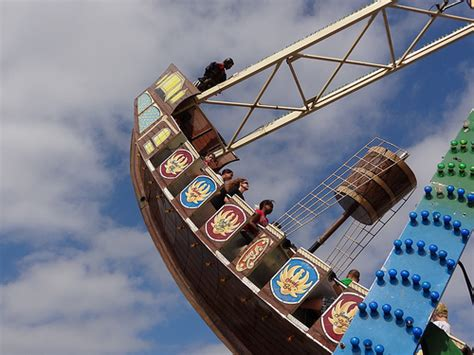 swinging pirate ship ride swinging pirate ship ride flickr photo sharing