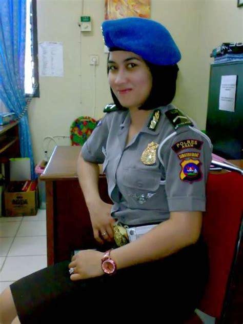 foto polwan polisi wanita tercantik  dunia