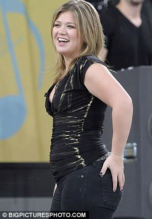 kelly clarkson at her 'personal best' as she is digitally