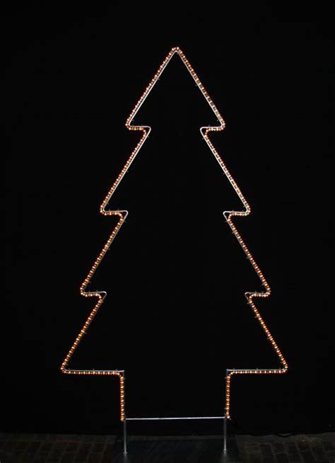 leucht tannenbaum aus feuerverzinktem rundeisen mit einem