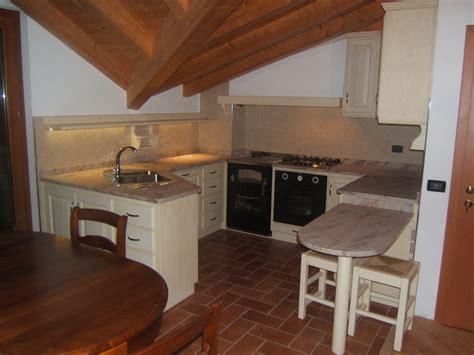 cucine sottotetto cucina sottotetto in legno fadini mobili cerea verona