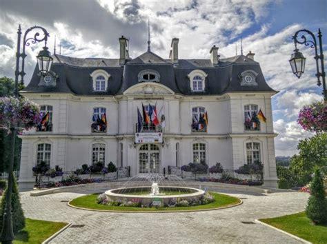 Cabinet Du Maire by Cabinet Du Maire