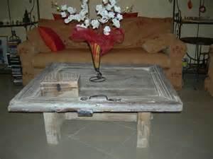 creer une table de salon avec une vieille porte de grange