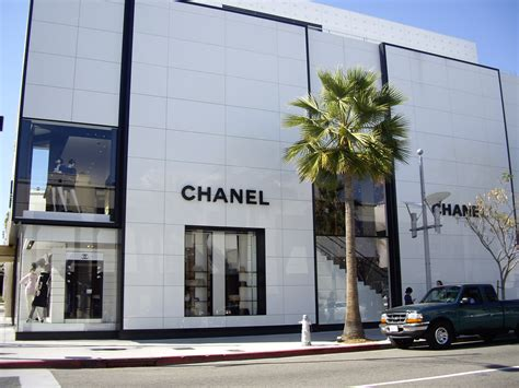 drive shop top 5 stores you have to visit on rodeo drive her cus