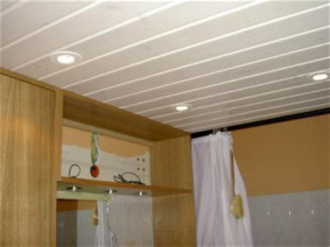 poser un plafond suspendu et lumineux