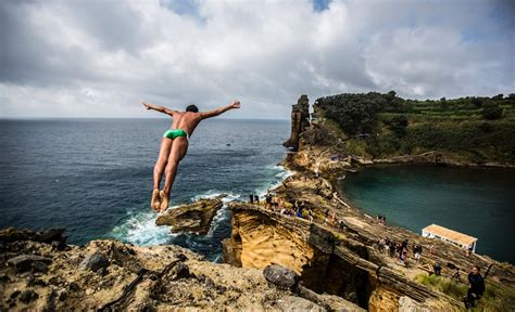 bull cliff dive bull cliff diving world series 2015 event clip